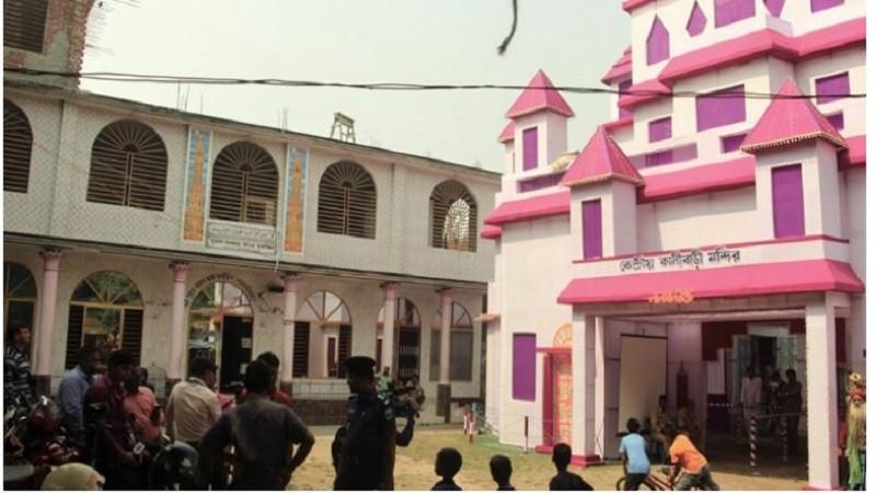 লালমনিরহাটে এক আঙিনায় মসজিদ-মন্দির