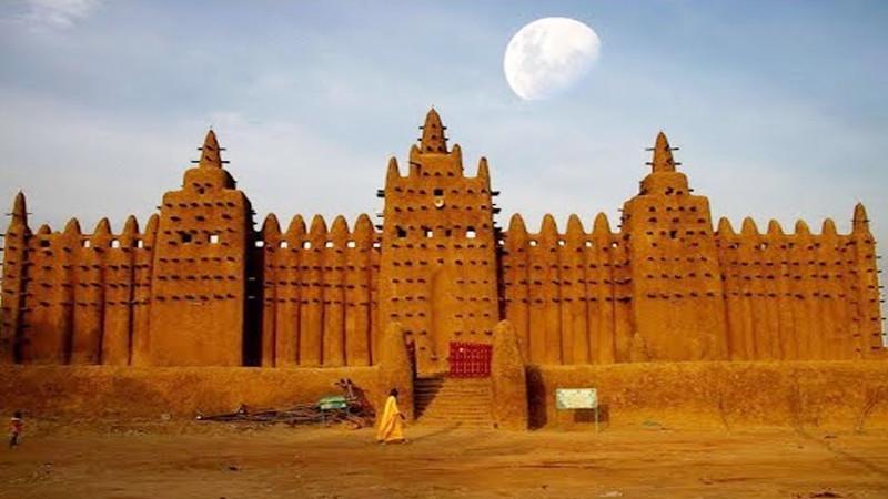 আফ্রিকার  বিস্ময়কর মাটির মসজিদ